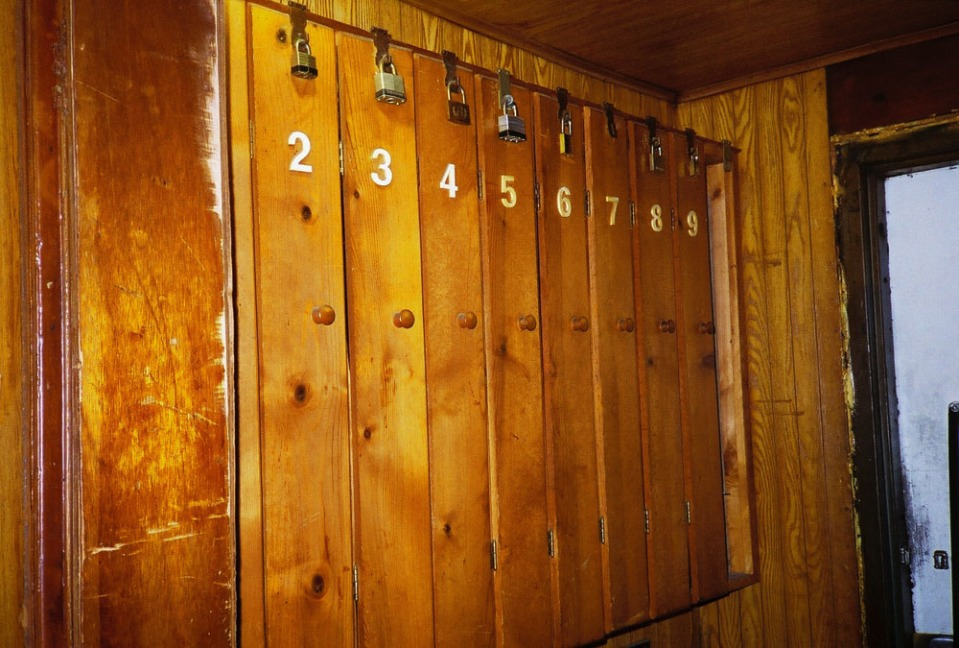 wooden_lockers